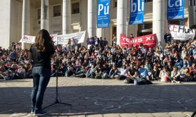 asamblea en defensa de la educación pública