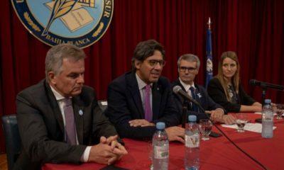 German Garavano junto al intendente Héctor Gay (izquierda) y autoridades de la UNS (derecha)