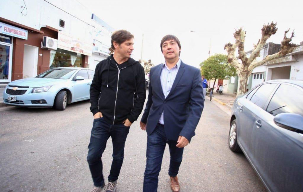 Kicillof recorriendo Daireux con el intendente Alejandro Acerbo