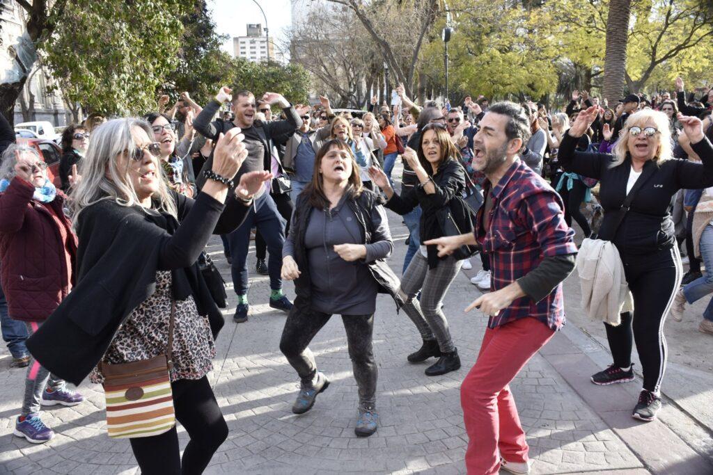 """Flashmob en Bahía Blanca: """"Si vos querés, Héctor Gay ya fue"""""""