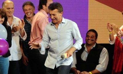 Lucas Requena nos trae una cumbia paradodiando el primer debate presidencial, en el que Mauricio canta sus logros y Alberto lo rebate
