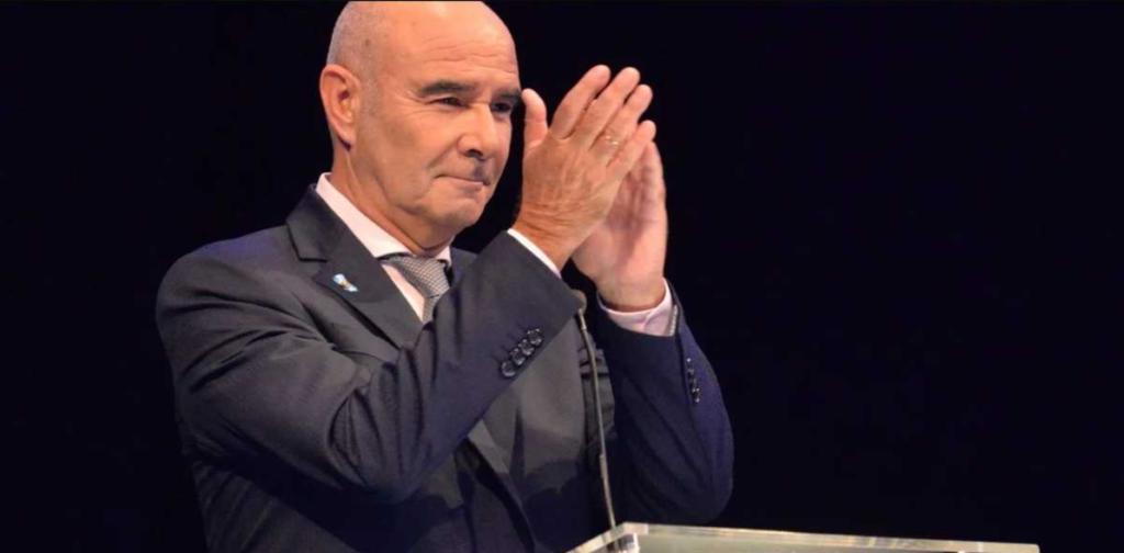 La parodia a Gómez Centurión por su mal manejo de los tiempos durante el debate presidencial
