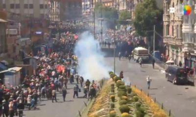 Jeanine Áñez mandó a gasificar al cortejo fúnebre que transportaba los asesinados en El Alto