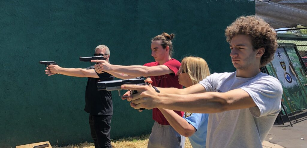 Un partido surgido de Cambiemos busca afiliaciones ofreciendo clases de tiro