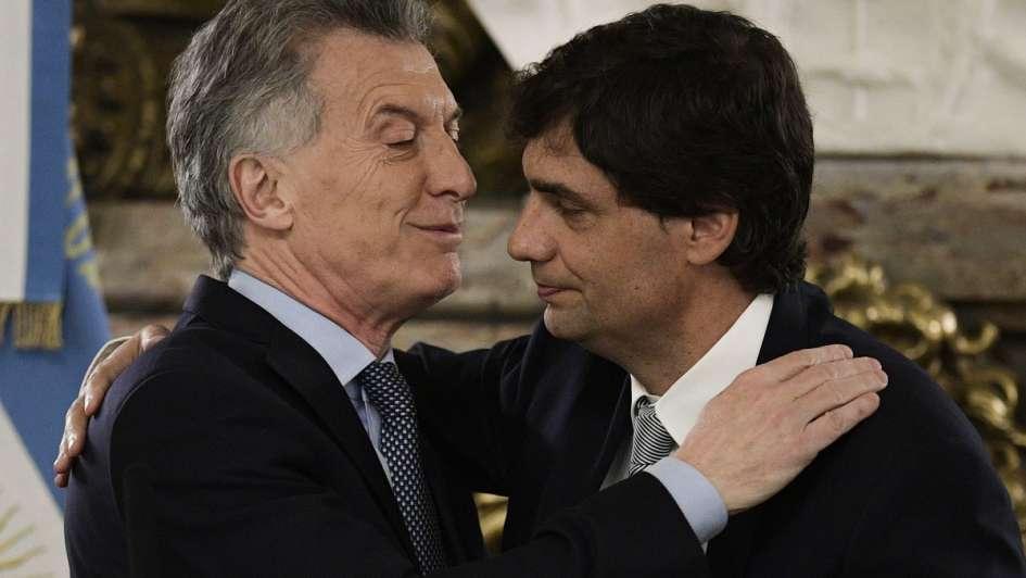 Macri y Sandleris: otro manotazo a la plata de los jubilados en plena transición