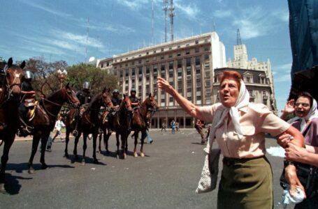 Procesaron a cinco policías por las agresiones a Madres de Plaza de Mayo en la represión de diciembre de 2001