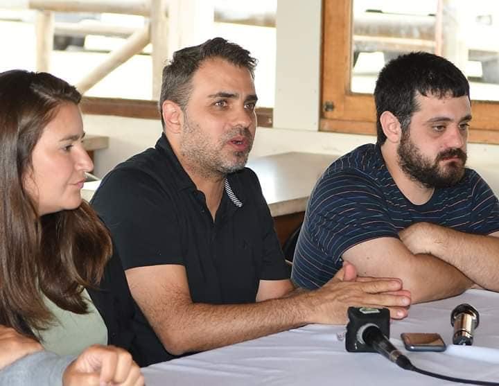 El diputado provincial Gabriel Godoy junto a la senadora Ayelén Durán y al jefe de bloque de diputados del Frente de Todos, Facundo Tignanelli