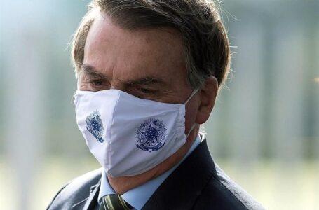 Tras echar al segundo ministro de salud en un mes, Bolsonaro impulsa el uso de cloroquina para tratar el coronavirus