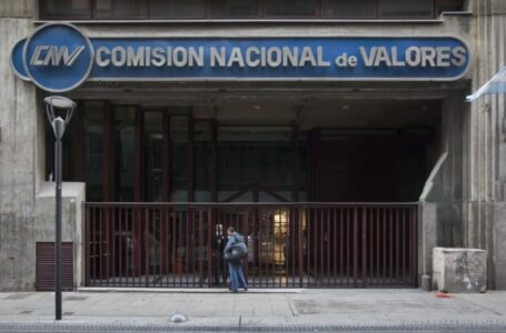 """En medio de las maniobras con el dólar, la CNV no informa quién realiza las operaciones de """"contado con liqui"""""""