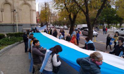 marcha bandera anti cuarentena bahia blanca
