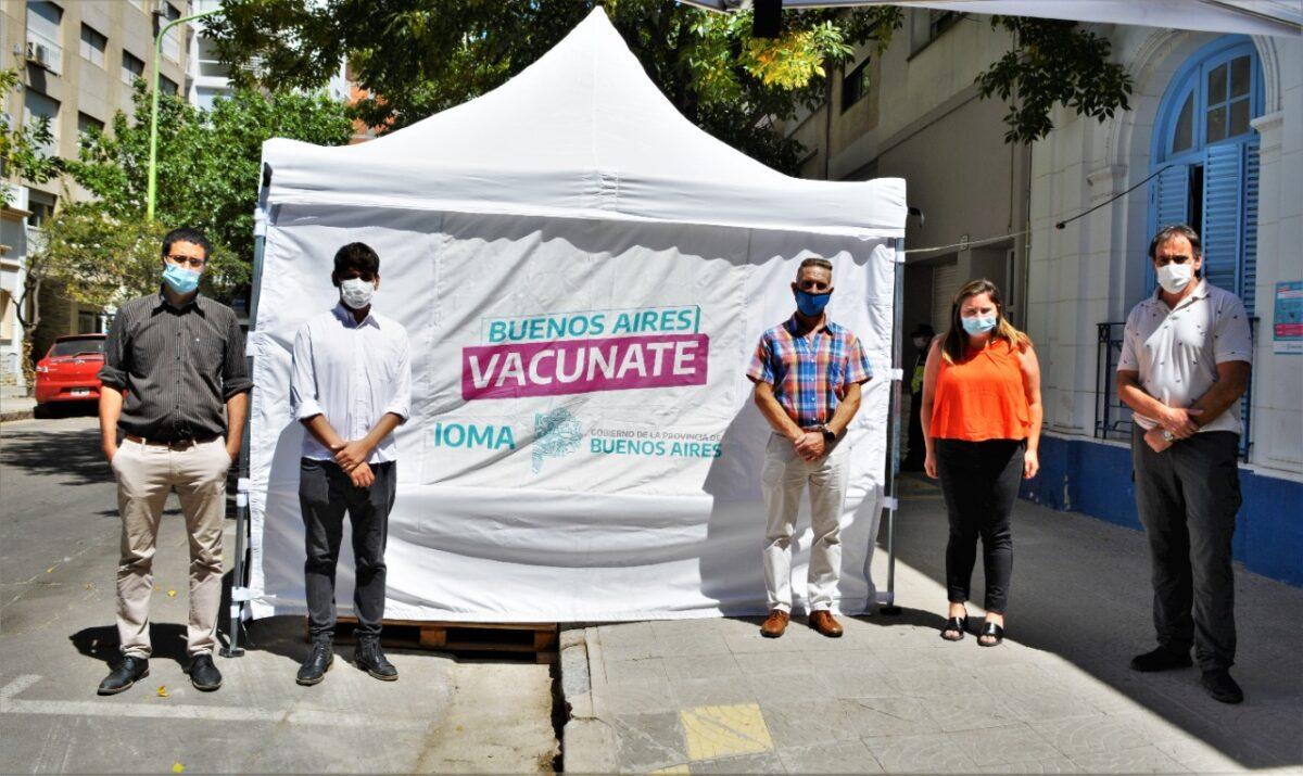 La senadora Durán y el Jefe Distrital de Educación supervisaron la Posta de Vacunación de IOMA en Bahía Blanca